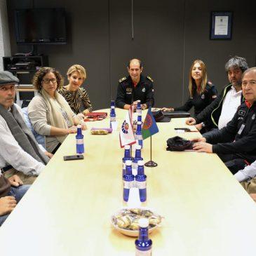 La Ertzaintza se reúne con AMUGE para hacer balance del primer año de colaboración mutua